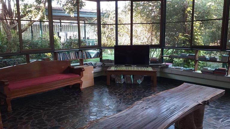 Studio 88 Artist Residency shared living area